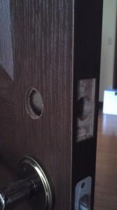 扉への穴あけ1