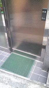 MIWA 自動ドア鍵交換1