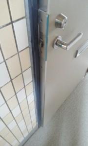 玄関ドアの建付け不良2