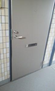 玄関ドアの建付け不良4